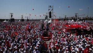 Barış Bozkurt: Maltepe Meydanı'nda bulunan 2 milyon kişiye sunuculuk yapıyorum