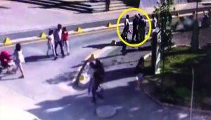 Eskişehir Büyükşehir Belediye Başkanı Yılmaz Büyükerşen'e saldırı anı güvenlik kamerasına böyle yansıdı