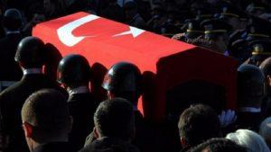 Hakkari'de askeri araç geçisi sırasında patlama: İki asker şehit oldu