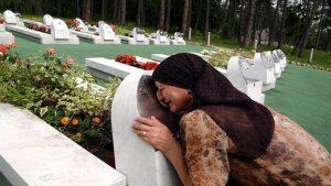 Srebrenitsa Soykırımı'nın kurbanları anılıyor