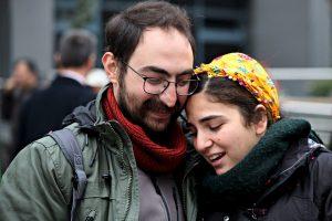 Özakça'nın eşi: Cezaevinde gazete arasına dürüm broşürü koyuyorlarmış