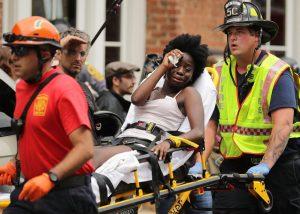 """ABD'nin Charlottesville kentinde şiddet sürüyor; vali ırkçılara """"Evinize dönün"""" çağrısı yaptı"""