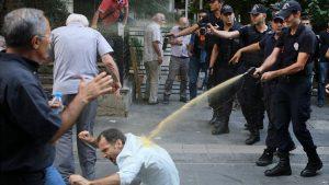 """Yüksel Caddesi'nde eylemde gülen polis tepki çekti: """"Bunun adı sadistlik"""""""