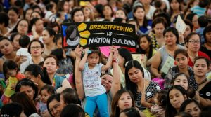 Filipinler'de toplu emzirme eylemi