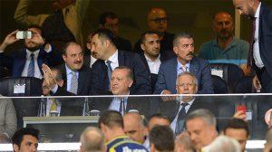 Cumhurbaşkanı Recep Tayyip Erdoğan'a, Kadıköy'de İzmir Marşı sürprizi