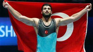 Dünya Güreş Şampiyonası'nda Metehan Başar altın madalya kazandı