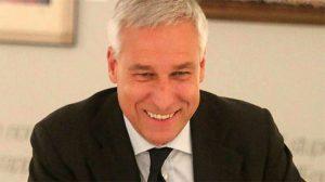 İtalya'da Viareggio kenti Belediye Başkanını giyimi kurallara uymadığı için restorandan kovdular