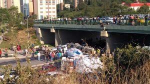 Kadıköy'de beton mikseri, otomobil üstüne uçtu: 1 ölü, 7 yaralı