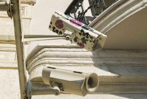 15. İstanbul Bienali, Çiçek desenli MOBESE'ler şehrin sokaklarında: Kim kimi gözetliyor?