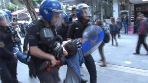 Nuriye ve Semih eylemine gözaltı müdahalesi: Gülsüm Elvan'ın kolu kırıldı