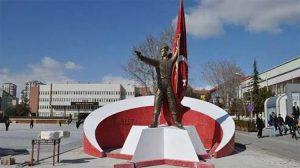 """Niğde Belediyesi """"Ömer Halisdemir Anıtını"""" kaldırdı"""