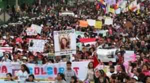 Peru kadın cinayetlerine karşı sokakta