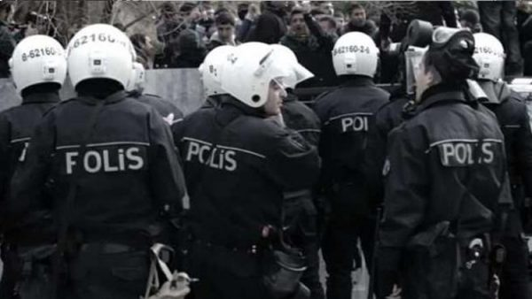 Anayasa Mahkemesi polise keyfi arama yetkisi veren maddeyi iptal etti