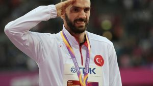 Ramil Guliyev madalya töreninde gözyaşlarını tutamadı
