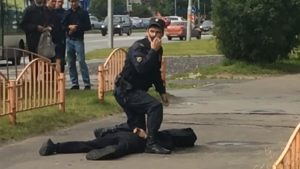 Bir bıçaklı saldırı daha: Rusya'da saldırgan 8 kişiyi yaraladı!
