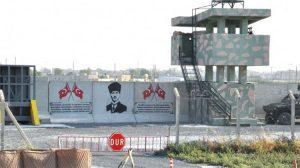 Sınırdaki duvara Türk Bayrakları ve Atatürk portresi çizildi