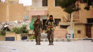 Suriye'de YPG'li teröristler yağmaya başladı: Sivillerle çatıştılar!