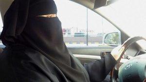 Suudi Arabistan kadınların araba kullanmasına izin verdi!