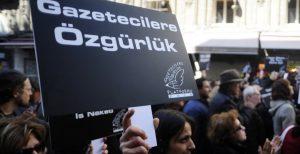 'Ağustos ayında 30 gazeteci gözaltına alındı, 14'ü tutuklandı, 3 basın kuruluşu kapatıldı'