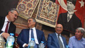 Abdullah Gül İzmir'de; Sözlerindeki Saddam ve Esad benzetmesi Erdoğan'a mesaj mı?