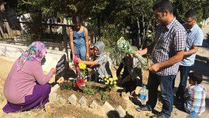 Alperen'in ailesinden bayramda hüzünlü mezar ziyareti