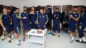 Fenerbahçeli Eljif Elmas, 18'nci yaşını takım arkadaşlarıyla kutladı: Ocak'ta sahalarda