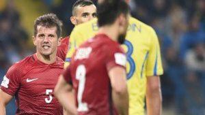 Emre Belözoğlu hangi futbolcuya küfretti? İşte saha içinde yaşananlar…