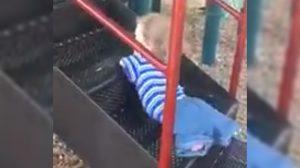 Elleri ve ayakları olmayan çocuk, engel tanımadı!