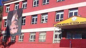 """Gümüşhane de okulda Atatürk bayrağını ters astılar: """"Doğrudan söylüyorum; Alçaksınız."""""""