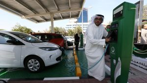 Dubai'den elektrikli araç kullanan kişilere ücretsiz otoyol ve park hizmeti!