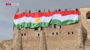 Kerkük'te büyük tahrik! Kaleye Kürdistan bayrağı çekildi!