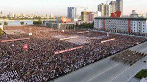 """Kuzey Kore'de on binlerce kişi meydana çıktı: """"ABD'ye ölüm"""""""