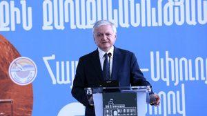 """Ermenistan'dan sürpriz """"Azerbaycan"""" açıklaması: Tehdit oluşturmayan bazı toprakları geri verebiliriz"""