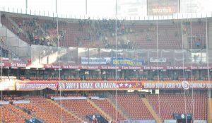 Fenerbahçeliler'den deplasman tribününde duygulandıran pankart!