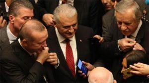 Cumhurbaşkanı Erdoğan ve Celal Adan arasında rozet değişimi