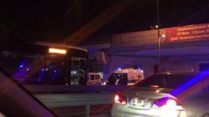 Cevizlibağ'da metrobüs yoluna araç girdi: Yaralılar var!