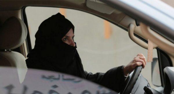 Suudi Arabistan'ın kadın sürücülerinden biri kaza yaptı!