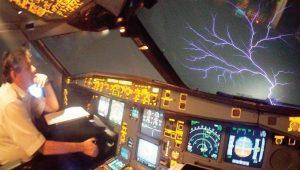 THY uçağı 12 bin metrede fırtınadan böyle geçti