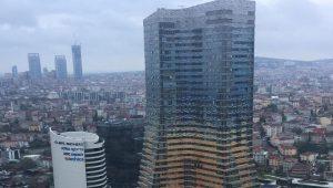 İstanbul'da 52 katlı gökdelende yangın