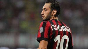 Roma maçında kırmızı kart gören Milanlı Hakan Çalhanoğlu özür diledi