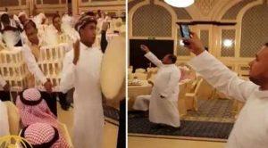 Düğüne gelenlere iPhone 8 dağıttı