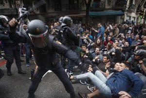 Katalonya'da referandum; Halk polisin engellemelerine rağmen sandığa gidiyor #CatalanReferendum