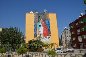 Mesin'de kentin duvarları sanatla hayat buluyor