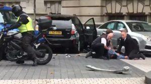 Londra'da bir araç kalabalığın arasında daldı; terör saldırısı zannedildi: 11 yaralı