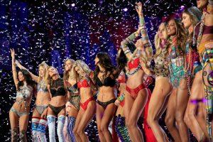 Victoria's Secret defilesinden nefes kesen kareler!