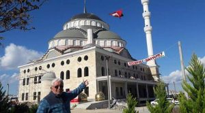 CHP'nin ahır yaptığı camiyi gören yok ama AKP iktidarında satılık camiyi gördük!
