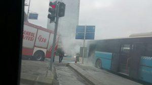 İstanbul'da büyük panik: İETT otobüsü alev aldı!