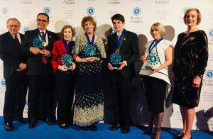 """Türk Doktor Üstün Ezer'e """"Çocuk Hakları Ödülü"""""""