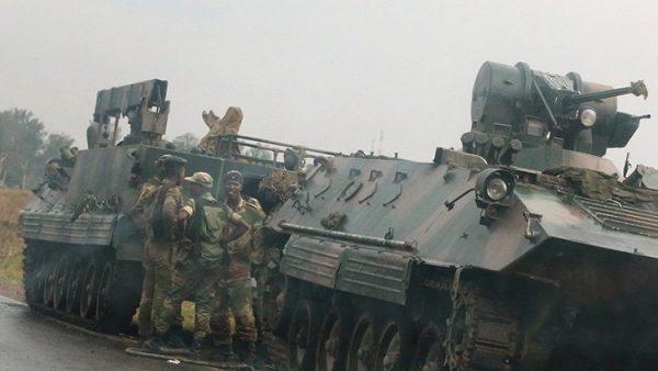 Zimbabve'de darbe! Bakanlar gözaltına alındı