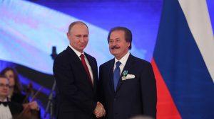 Putin'den Türk iş adamı Cavit Çağlar'a dostluk nişanı